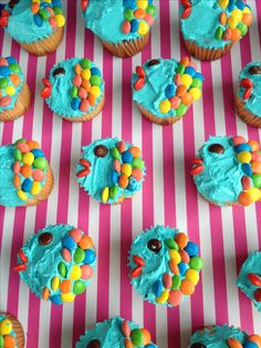 Mini fish cupcakes perfect for underwater theme , pool party, beach or finding nemo. Using mini m&m's to decorate. I like multicolour, you could do all in one colour.