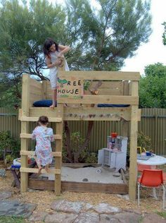 Cute little treehouse/ Sandbox combination. Possibly made out of pallets? outdoor play area for kids forts