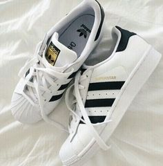 Sneakers femme - Adidas Superstar Rose Gold - Adidas Shoes for Woman Cheap Adidas Shoes, Nike Shoes Outlet, Adidas Sneakers, Shoes Sneakers, Shoes Heels, Dress Shoes, Adidas All Star Shoes, Tennis Sneakers, Grey Sneakers