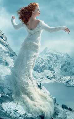Amy Adams stuns on Vogue Magazine for the first time ever! And the photos are breathtaking.