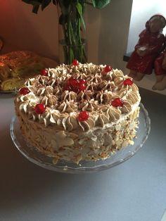 Mockatårta – typmalin Lchf, Cookie Recipes, Dessert Recipes, Pastry Cake, No Bake Cake, Cake Decorating, Bakery, Cheesecake, Deserts