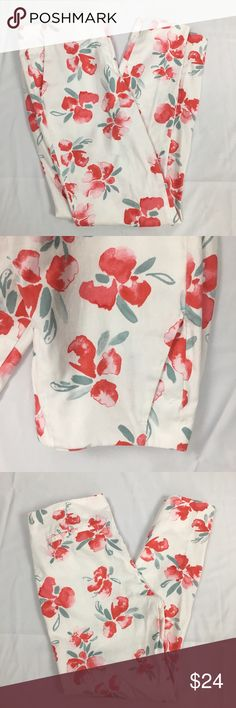 Zara Basics White Floral Skinny Pants Adorable Zara Basics cotton Floral pants. Where with red florals. Small stain as pictured on the back side bottom of the ride leg. Size xs. 28 inch waist, 25 inch in seam, 34 inch total length. Perfect pants for spring and summer! Zara Pants Skinny