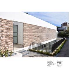Celosía cerámica natural arena ACUS 18x18x7cm   Ceramica a Mano Alzada Shop Mix Style, Chiang Mai, Facade, Villa, Natural, House Design, Architecture, Outdoor Decor, Screenprinting