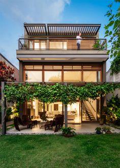 amazing tropical house design for you 1 > Fieltro.Net amazing tropical house design for you Modern Tropical House, Tropical House Design, Tropical Houses, Modern House Design, Future House, Modern Porch, Design Exterior, Dream House Exterior, House With Porch