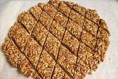 Tiles with sunflower seeds and sesame seeds You will need: - 150 g of seeds treated - 30 g of sesame - 180 g of honey - 40 grams sugar - Juice of half a Sunflower Seeds, Banana Bread, Deserts, Health Fitness, Treats, Vegan, Recipes, Food, Cookies