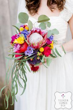 Mein Herz tanzt … Eine Hippie-Bohemian-Hochzeit mit einem fröhlich-bunten Farbkonzept zum Thema Tanzen --- Floristik, Papeterie, Dekoration, Konzept: www.tischleinschmueckdich.de Fotografie: www.timjudi.de