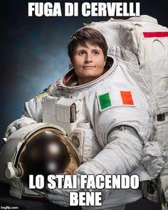 Se vi state chiedendo perché la cosiddetta 'fuga di cervelli' va tanto di moda tra i giovani Italiani, qui sotto troverete una tragicomica spiegazione.  fuga di cervelli, samantha cristoforetti meme