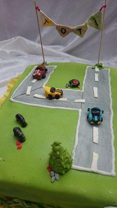 torta de autos para cuatro años