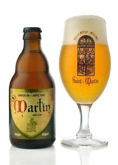 Saint-Martin Triple is a recognised Belgian abbey beer brewed by Belgian microbrewery Brasserie de Brunehaut. Pint Of Beer, Wine And Beer, Wine Bottle Design, More Beer, Belgian Beer, Beer Brewery, Brewing Equipment, Beer Brands, Beer Packaging