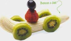 Food art - Fruit treat for kids fun food obst fruits banane erdbeere auto Toddler Snacks, Fun Snacks For Kids, Kids Meals, Kid Snacks, Food Art For Kids, Cooking With Kids, Cute Food, Good Food, Yummy Food