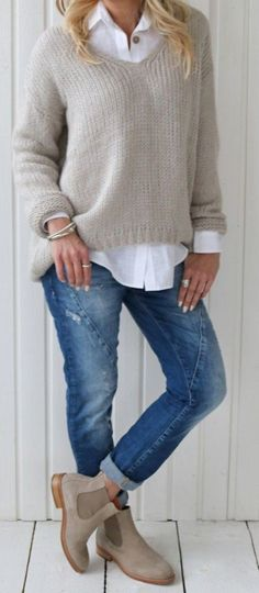 Boots Long Skirt Winter Fashion Ideas For 2019 mode rock The Fashionable baby boomer! Fashion Mode, Look Fashion, Autumn Fashion, Trendy Fashion, Womens Fashion, Winter Fashion Boots, Fashion Over 40, Fashion 2018, Cheap Fashion