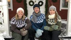 Elinillä, joka käyttää kokoa M, on ruskea neule kokoa M. Jimin turkoosi neule on kokoa M, jota hän normaalistikin käyttää. Leen vihreä neule on kokoa S, mikä on hänen normaali vaatekokonsa. Malta, Christmas Sweaters, Knit Crochet, Knitting, Jimin, Inspiration, Design, Crocheting, Fashion