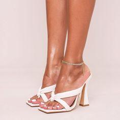 Cute Shoes, Kitten Heels, Sandals, Fashion, Moda, Shoes Sandals, Fashion Styles, Fashion Illustrations, Slipper