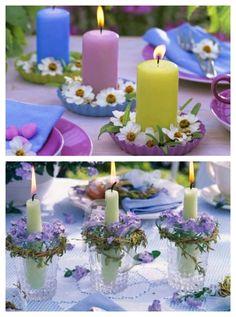 Kerzen mit einem kleinen Blumenkranz verschönert
