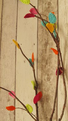 crochet leaves I made as a decoration for the spring time tabel....