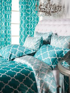 Aquamarine is a bold and glamorous color.