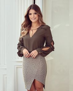 Ways to combine your brown outfits and look radiant Blouse And Skirt, Dress Skirt, Skirt Outfits, Chic Outfits, Casual Dresses, Fashion Dresses, Brown Outfit, Moda Chic, Office Outfits