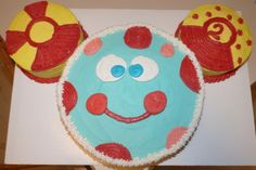 "Toodles cake:  My 2 is off center and it's bugging me!  On the front it reads ""Oh Two-odles!!!"" #cake #toodles #mickeymouse"