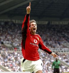 23/08/2003: Ruud van Nistelrooy scored vs Newcastle to make it 10 Premier League games in a row (still a record). #MUFC #ManUtd #Soccer #Football