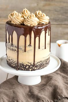The ultimate combo of chocolate and caramel come together in this delicious Chocolate Dulce de Leche Cake. | livforcake.com