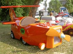 Real life version of The Crimson Haybailer from Wacky Races 1970s Cartoons, Classic Cartoons, Life Car, Soap Boxes, Sitges, Car Makes, Unique Cars, Truck Camper, Old Cars