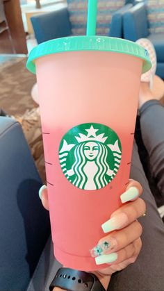 Reusable Starbucks cup Copo Starbucks, Starbucks Tumbler Cup, Disney Starbucks, Personalized Starbucks Cup, Starbucks Venti, Custom Starbucks Cup, Starbucks Drinks, Coffee Drinks, Pineapple Cup