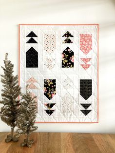 A Little Bit of Sparkle – Modern Mini Quilt – Riley Blake Designs Modern Quilt Blocks, Modern Quilting, Play Christmas Music, Riley Blake, Mini Quilts, Fun Projects, More Fun, Quilt Patterns, Sparkle