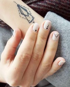 Simple Line Nail Art Designs You Need To Try Now line nail art design, minim. - Simple Line Nail Art Designs You Need To Try Now line nail art design, minimalist nails, simple - Fancy Nails, Pretty Nails, My Nails, Geometric Nail Art, Dot Nail Art, Geometric Lines, Ligne Nail Art, Nagel Hacks, Lines On Nails