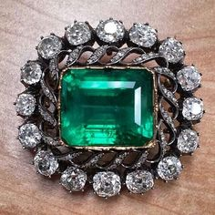 repost from @sjouel The romance of old mine cut diamonds and Colombian emerald.. An old piece never goes out of style. #antique #emerald #brooch #oldminecutdiamonds #diamonds #finejewelry #luxury #emeraldring #jewel #colombianemerald #sjouel #instarepost20