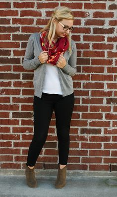 grey cardigan, red scarf, black skinnies, ankle boots outfit