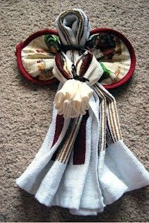 Simple Homemade Gifts Archives - Little House Living : Simple Homemade Gifts: Dishtowel Angels Only need: 1 Dishtowel, 1 Washcloth, 1 Pot Holder and Ribbon Homemade Christmas Gifts, Homemade Gifts, Christmas Crafts, Dish Towel Crafts, Dish Towels, Tea Towels, Hand Towels, Craft Gifts, Diy Gifts