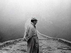 La muerte del poeta chileno y premio Nobel, Pablo Neruda, poco después de instalada la dictadura de Augusto Pinochet en 1973 era un caso cerrado en Chile, pero la Justicia exhumará el lunes su cadáver para dilucidar un manto de dudas que ahora la rodean. El cuerpo del poeta, que descansa mirando al mar en su casa del balneario de Isla Negra, en la costa central chilena, será exhumado el ...