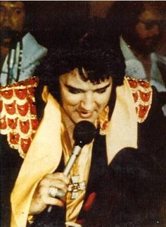 Elvis wearing the cross pendant -  Murfreesboro TN May 7, 1975