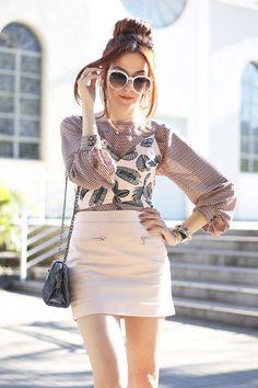 Amo looks com camadas e um dos meus styling favoritos tem sido usar sobreposição com top. Usei uma blusa + top cropped em um mix de estampas divertido!