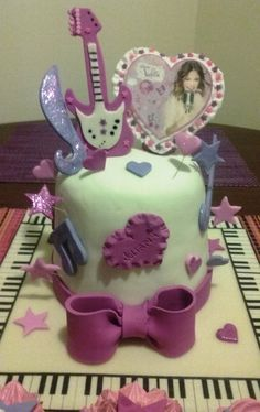 Cake violeta Cookie Cutters, Cookies, Cake, Desserts, Food, Themed Cakes, Crack Crackers, Tailgate Desserts, Deserts