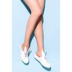 Slip-on malli Pinta nahkaa Korvayksityiskohdat Venykenauha Vuori nahkaa Pohja kumia Valmistettu Espanjassa Mitoitukseltaan normaali