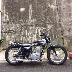 "2,258 Likes, 5 Comments - BRATSTYLE (@bratstyle) on Instagram: ""YAMAHA SR400 Street Tracker by @BRATSTYLE TOKYO #bratstyle #YAMAHA #SR400 #streettracker #ブラットスタイル"""