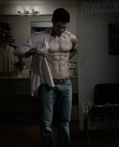 Tyler Hoechlin puts on a shirt. The viewers mourn.