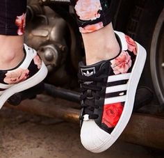 Find New Adidas Superstar Womens Flower Shoes on adidas official online store United Kingdom Or France with Fast Shipping and Off!There are Adidas Superstar Womens Adidas Superstar Mens Here,Black Adidas Superstar ,Adidas Superstar Original ,Black And Pretty Shoes, Beautiful Shoes, Looks Adidas, Sneakers Fashion, Fashion Shoes, Nike Fashion, Fashion Fashion, Adidas Sneakers, Shoes Sneakers