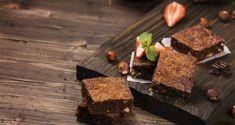 Du liebst Schokolade, möchtest aber trotzdem auf deine Makros achten? Dann sind die folgenden fünf Kakaorezepte genau das Richtige für dich! Kakao Rezept #1: Kakao Mug Cake Die Zutaten – 15g Bio Kakaopulver – 10g Coconpure (Bio Kokosöl) – 30g Mehl – ¼ Esslöffel Backpulver – 20g Schokoladenraspeln – 10g Zucker – 20ml fettfreie Milch …