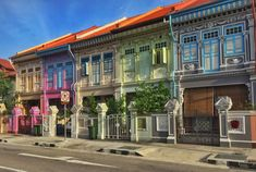 How to find (and photograph) Koon Seng Road, home to Singapore's most colourful houses, and a slice of Chinese history in the heart of Singapore. Singapore Map, Singapore Guide, House Colors, Restoration, Places To Visit, Exterior, Mansions, Architecture, Street