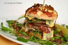 Hamburger recipe with bacon, caramelized onions, arugula .- Hamburger Recipe with Bacon, Caramelized Onions, Arugula and Reblochon: The Easy Recipe - Hamburger Casserole, Hamburger Recipes, Bacon Recipes, Bbq Vegetables, Burger Co, Pain Burger, Goat Cheese Stuffed Chicken, Bbq Appetizers, Easy Sandwich Recipes
