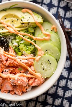 These Salmon Sushi Bowls have all the delicious flavors of your favorite salmon roll in a delicious bowl Topped with a spicy sriracha mayo and ginger soy dressing it is flavor explosion foxandbriar Salmon Roll, Salmon Sushi, Spicy Salmon, Sushi Recipes, Salmon Recipes, Asian Recipes, Healthy Recipes, Ethnic Recipes, Recipies