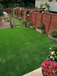 A lovely natural looking artificial lawn achieved with Trulawn Prestige. This is a dense fake grass with a long 37mm pile which looks and feels almost exactly like the real thing!