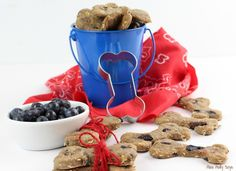 As a fur Mom, I love treating the pups to fresh, HEALTHY homemade treats! And, what can be better for them than Homemade Blueberry and Banana Dog Biscuits? Homemade Dog Cookies, Homemade Dog Food, Dog Biscuit Recipes, Dog Treat Recipes, Dog Biscuits, Cookies Et Biscuits, Blueberry Dog Treat Recipe, Dog Vegetables, Whole Food Recipes