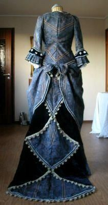 blue victorian gown back Harley. This almost looks like it's made out of recycled jeans. Could I make one out of recycled jeans? Victorian Gown, Victorian Fashion, Vintage Fashion, Victorian Steampunk, Gothic, Vintage Gowns, Vintage Outfits, Diy Vetement, Bustle Dress