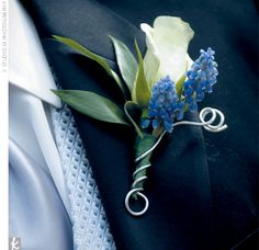 Joe and his groomsmen donned ivory roses teamed with sprigs of lavender and tied together with silver wire.