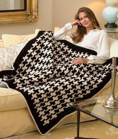 Houndstooth Throw Free Crochet Pattern in Red Heart Yarns