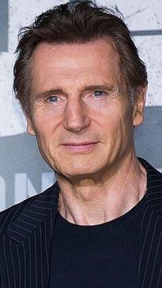 Liam Neeson Actor Liam Neeson, Friends Episodes, Celebrity Stars, Actress Pics, Handsome Actors, Irish Men, Older Men, Hollywood Actor, Manish