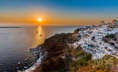 Santorini sunset #santorini #sunset #wonderfulplaces #beautifuldestination #sun #sea #amazingview #greece #greecelover_gr #europe_vacations #island #mss #bestsunset #travelphotography http://ift.tt/2olyRrn